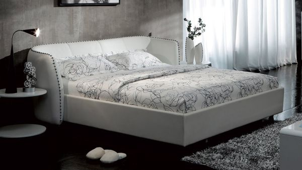 Vitali Leather Platform Queen Bed by Zuri Furniture