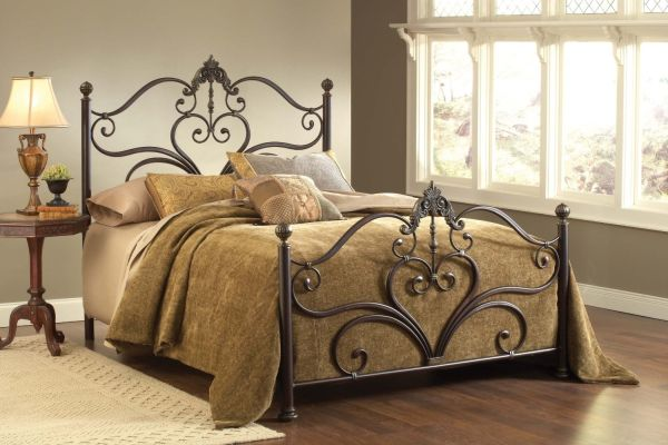 Hillsdale Furniture Newton with Rails Queen Antique Bedroom Furniture Set Brown Highlight