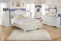Ashley Zarollina 8 Piece Faux Croc Leather Full Bedroom Set in Silver